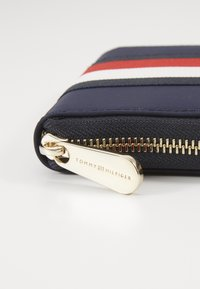 Tommy Hilfiger - POPPY  - Wallet - blue - 2
