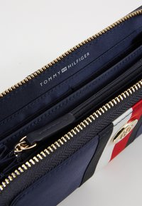 Tommy Hilfiger - POPPY - Wallet - blue - 5