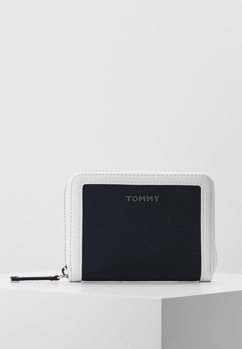 Tommy Hilfiger - MEDIUM  - Peněženka - white