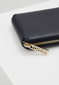 Tommy Hilfiger - ICONIC - Wallet - blue - 2