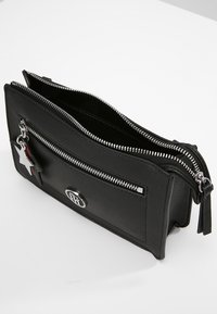 Tommy Hilfiger - CHARMING TOMMY CROSSOVER - Borsa a tracolla - black - 4
