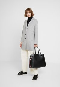 Tommy Hilfiger - ICONIC TOTE SOLID - Cabas - black - 1
