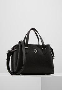 Tommy Hilfiger - CORE SATCHEL - Håndtasker - black - 0