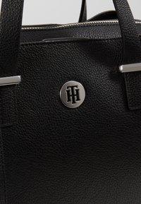 Tommy Hilfiger - CORE SATCHEL - Håndtasker - black - 6