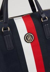 Tommy Hilfiger - POPPY SMALL TOTE CORP - Handbag - blue - 6
