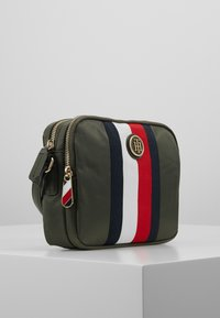 Tommy Hilfiger - POPPY CROSSOVER CORP - Schoudertas - grape leaf - 3