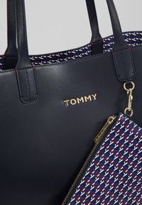 Tommy Hilfiger - ICONIC TOTE SET - Shopping bags - blue - 8