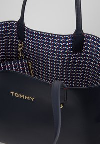 Tommy Hilfiger - ICONIC TOTE SET - Shopping bags - blue - 4