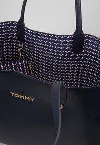 Tommy Hilfiger - ICONIC TOTE SET - Cabas - blue - 4