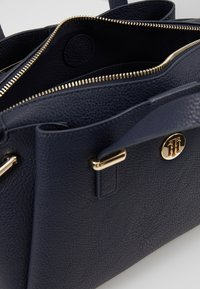 Tommy Hilfiger - CORE SATCHEL CORP - Sac à main - blue - 4