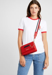 Tommy Hilfiger - ITEM STATEMENT CROSSOVER - Across body bag - multi - 1