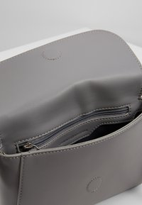 Tommy Hilfiger - SMOOTH CROSSOVER - Across body bag - multi - 4