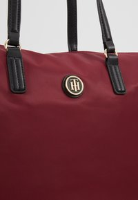Tommy Hilfiger - POPPY TOTE SOLID - Handtas - red - 6