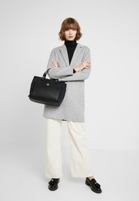 Tommy Hilfiger - ELEGANT TOTE QUILTED - Borsa a mano - black - 1