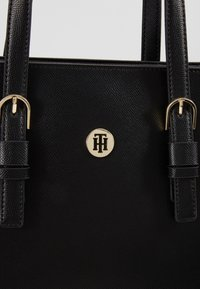 Tommy Hilfiger - CLASSIC SAFFIANO TOTE - Handtasche - black - 6