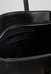 Tommy Hilfiger - CLASSIC SAFFIANO TOTE - Handtasche - black - 4