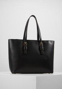 Tommy Hilfiger - CLASSIC SAFFIANO TOTE - Handtasche - black - 2