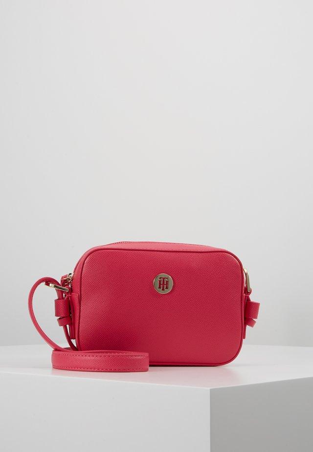 CLASSIC SAFFIANO - Fototasche - pink