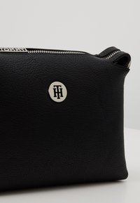 Tommy Hilfiger - CORE CROSSOVER - Schoudertas - black - 6