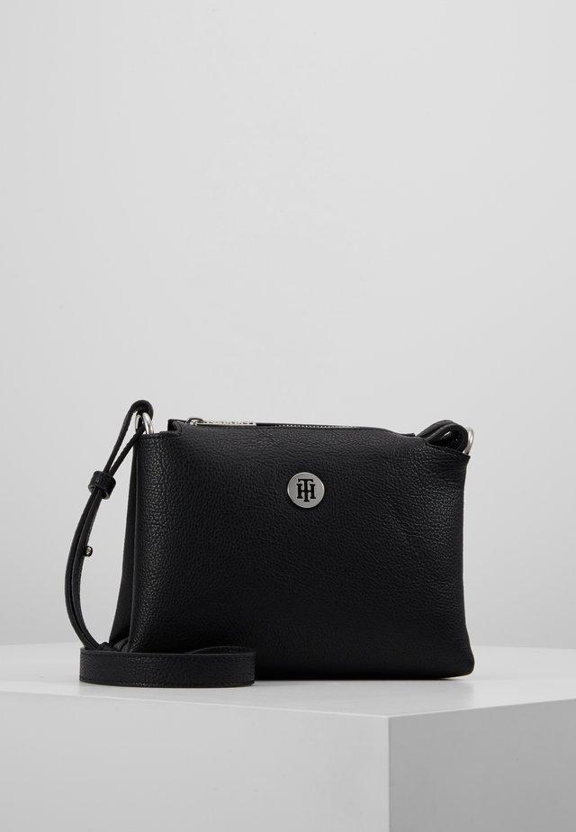 CORE CROSSOVER - Across body bag - black