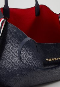 Tommy Hilfiger - ICONIC TOTE - Tote bag - blue - 4