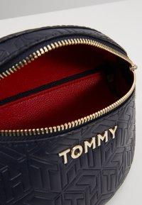 Tommy Hilfiger - ICONIC BUMBAG - Rumpetaske - blue - 4