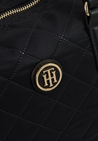 Tommy Hilfiger - POPPY SMALL TOTE - Håndveske - black - 6