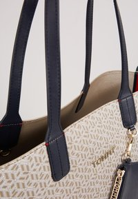 Tommy Hilfiger - ICONIC TOTE MONOGRAM - Shopping Bag - beige - 4