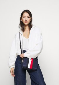Tommy Hilfiger - POPPY CROSSOVER  - Schoudertas - blue - 1