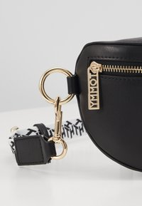 Tommy Hilfiger - ICONIC TOMMY BUMBAG - Bum bag - black - 5