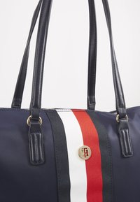 Tommy Hilfiger - POPPY TOTE CORP - Shopper - blue - 6