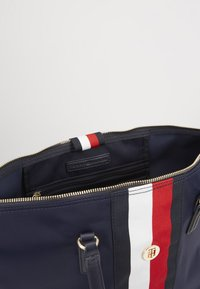 Tommy Hilfiger - POPPY TOTE CORP - Shopper - blue - 4