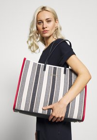 Tommy Hilfiger - BEACH BAG STRIPE - Shopping bag - white - 1