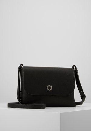 CORE FLAP - Schoudertas - black