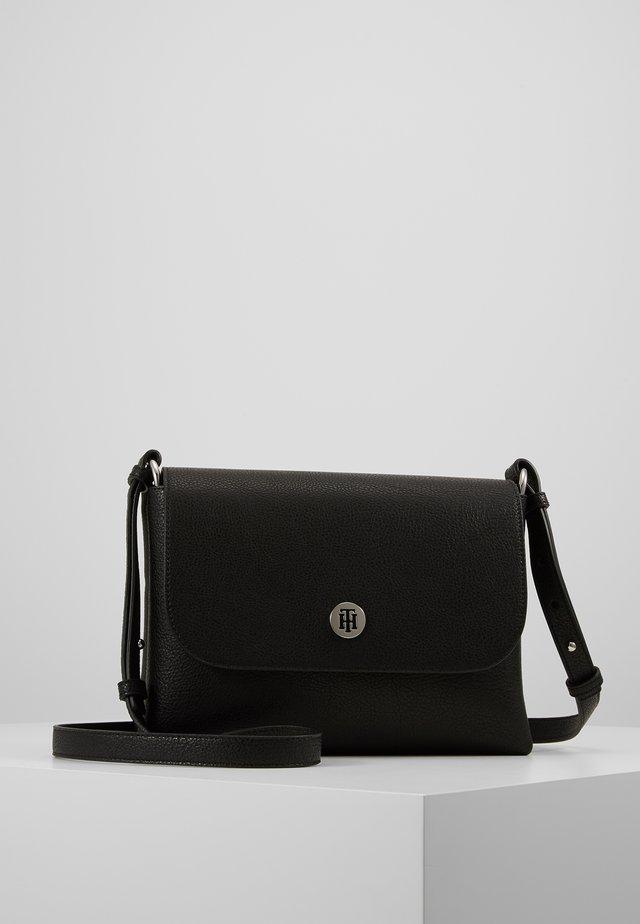 CORE FLAP - Across body bag - black