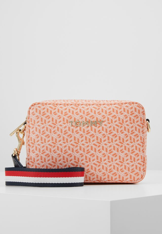 ICONIC CAMERA BAG MONOGRAM - Across body bag - orange