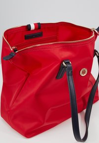 Tommy Hilfiger - POPPY TOTE - Handtas - red - 5