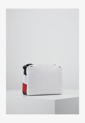 Olkalaukku - white