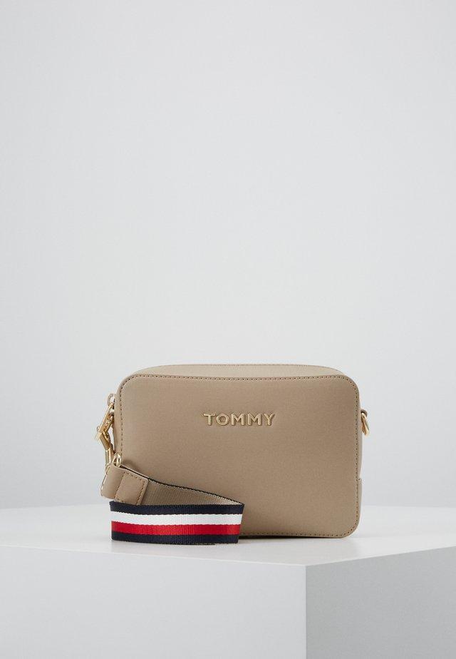 ICONIC CAMERA BAG - Across body bag - beige