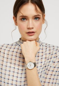Tommy Hilfiger - JENNA - Montre - silver-coloured/gold-coloured - 0