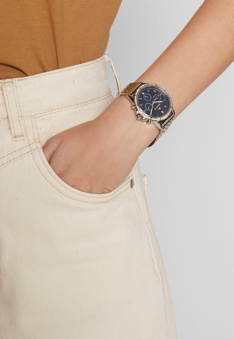 Tommy Hilfiger - ARI - Hodinky - silber coloured