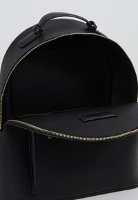 Tommy Hilfiger - ICONIC BACKPACK - Ryggsekk - black - 4