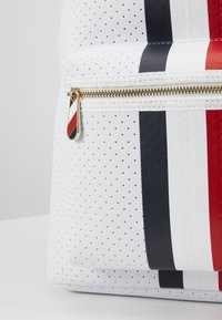 Tommy Hilfiger - POPPY BACKPACK - Reppu - white - 2