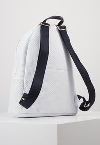 Tommy Hilfiger - POPPY BACKPACK - Reppu - white - 3