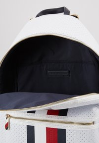 Tommy Hilfiger - POPPY BACKPACK - Reppu - white - 4