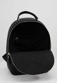 Tommy Hilfiger - STAPLE DOME BACKPACK - Rucksack - black - 5