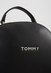 Tommy Hilfiger - STAPLE DOME BACKPACK - Rucksack - black - 2
