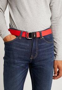 Tommy Jeans - DRING WEBBING - Pasek - red - 1
