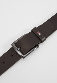 Tommy Hilfiger - DENTON  - Riem - brown
