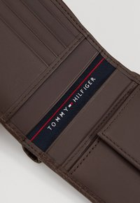 Tommy Hilfiger - CORE AND COIN POCKET - Wallet - dark brown - 2